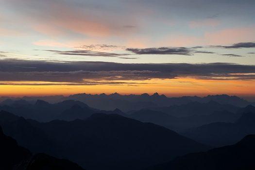 La magia di un'alba sul Monte Coglians